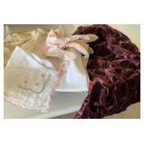 Hankies, gloves & doilies