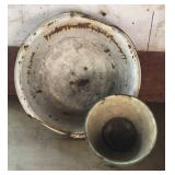 Rustic enamel wash basin and bowl