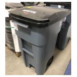 Rubbermaid 32gal Brute Trash Can