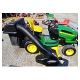 John deer LA175 riding mower w/rear bagger