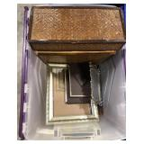 Lot of miscellaneous photo picture frames and