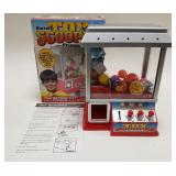 Battery Operated Toy Scooper Claw Machine with