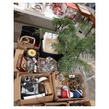 Misc lot of home decor items, beer and wine