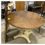 Round wooden kitchen table with 2 extra leafs