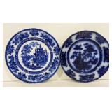 Lot of two plates. Both blue and white pattern.