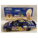 Mike skinner 1:24 scale looney Tunes car