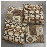 Lot of 4 throw pillows