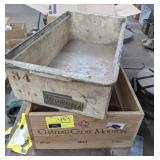 Lot of 2 Container