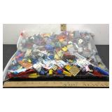 E3 FIVE POUNDS ASSORTED LEGOS, VARIOUS SIZES AND
