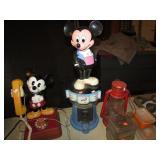 VINTAGE PLASTIC MICKEY MOUSE BUBBLE GUM MACHINE