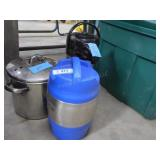 2 insulated containers & pan