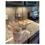 ASSORTED KITCHEN ITEMS