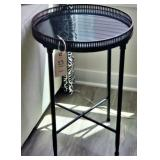 METAL & MIRRORED ACCENT TABLE