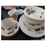 4 piece place setting, 1961 Royal Worcester Fine