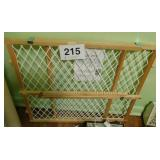Pet/Child gate - portabel charger for mobile phone