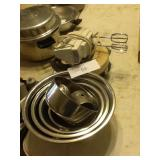 STAINLESS MIXING BOWLS AND MIXER