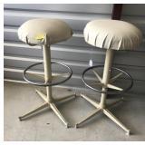 2 metal adjustable stools