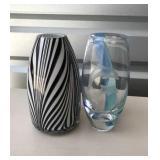2 glass vases