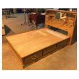 Queen Size Oak Platform Bed by American Heirloom