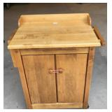 Rolling kitchen cart  with pull out cutting board