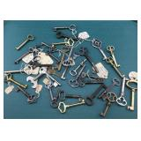 Nice Large Lot of Vintage Keys