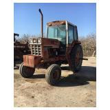 I H 1086 Wheel Tractor