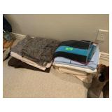 LARGE LOT OF TOWELS AND LINENS