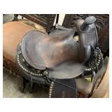 LEATHER HORSE SADDLE VERY NICE VTG PC