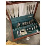 LARGE LOT OF STAINLESS FLATWARE SET