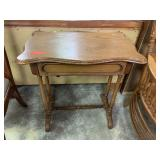 VTG CHESTNUT / WALNUT ACCENT TABLE W DRAWER