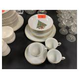 LOT OF MISC JAMESTOWN CHRISTMAS CHINA