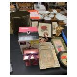 LARGE LOT OF MISC DECOR / FRAMES