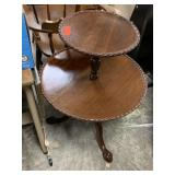 VTG 2 TIER CLAW FOOT ACCENT TABLE