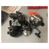 LOT OF FISHING REELS