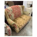 UPHOLSTERED PRETTY LOVE SEAT