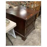 2PC NIGHT STANDS LOT