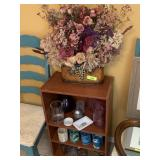 SHELF UNIT / DECOR / VASES