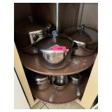 LARGE LOT OF POTS / PANS
