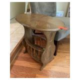 ACCENT END TABLE W MAGAZINE / NEWSPAPER RACK