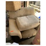 OVERSIZED ARM CHAIR W OTTOMAN