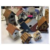 LOT OF BIRD HOUSES