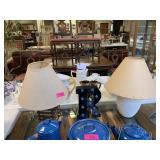 LOT OF 2 LAMPS/ R LETTER DECOR