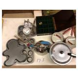 Bake wear, pots, tea pot & pressure cooker