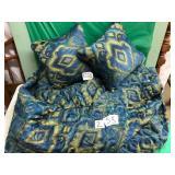Queen sized Peacock comforter & pillows