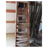 5-foot wooden step ladder