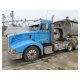 2004 Peterbilt semi-tractor day cab Cat C15 motor