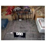 LOT: 2 SETS OF GARDEN FENCING, 1 BROWN 2