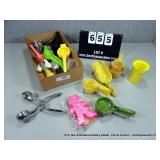 BOX: ASSORTED KITCHEN UTENCILS - MIXED MEASURING
