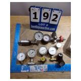 LOT: PRESSURE REGULATORS & GAGES