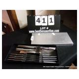 TOWLE KNIFE SERVING SET